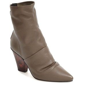TOPSHOP Slightly Slouchy Pointy Toe Leather Bootie